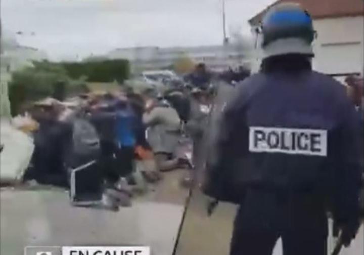 رفتار تحقیرآمیز پلیس فرانسه با دانش آموزان