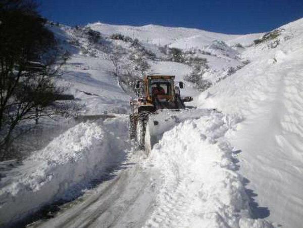 ارتفاع برف در گردنه های چهارمحال به 80 سانتی متر رسید