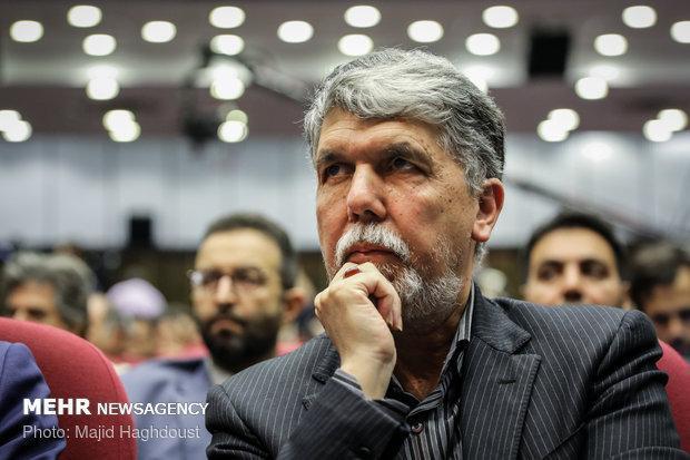 حسین منزوی چهره ممتاز ادبیات معاصر و غزلسرای نوپرداز بود
