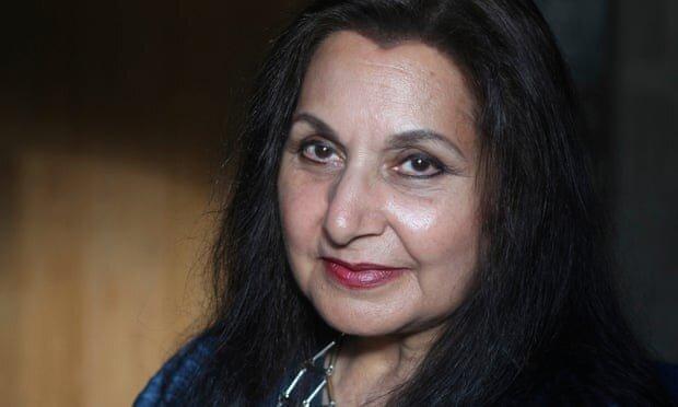 نویسنده پاکستانی- بریتانیایی ملک الشعرایی دربار بریتانیا را رد کرد