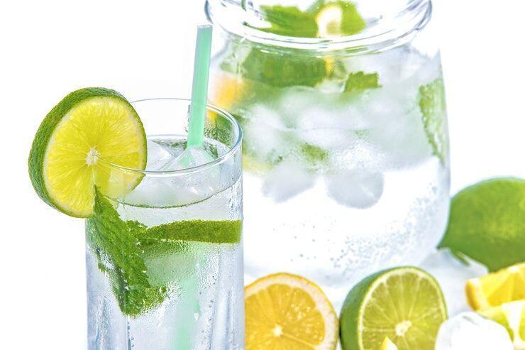 خبرنگاران نوشیدن آب با برش های لیمو؛ دوای هر درد بی درمان