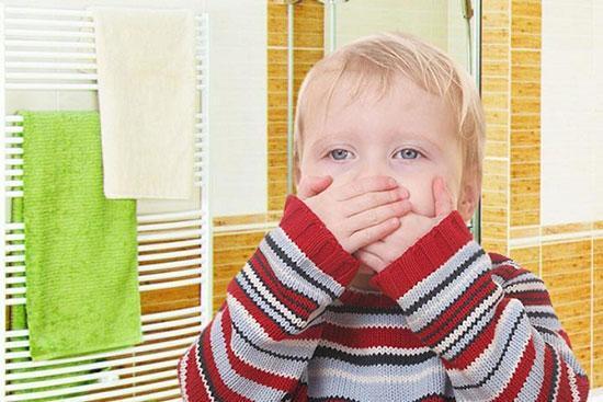 وقتی کودک دچار تهوع و استفراغ می شود، چه کنیم؟
