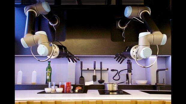 بازوهای رباتیک برای شما آشپزی می کنند