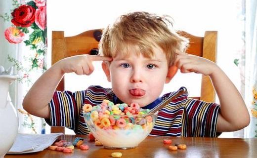 خوراکی هایی که کودکتان را بیش فعال می کنند