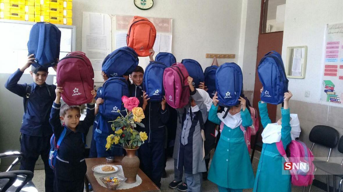 800 بسته کالای آموزشی و غذایی از سوی جمعیت دانشجویی امام حسن(ع) سمنان توزیع شد