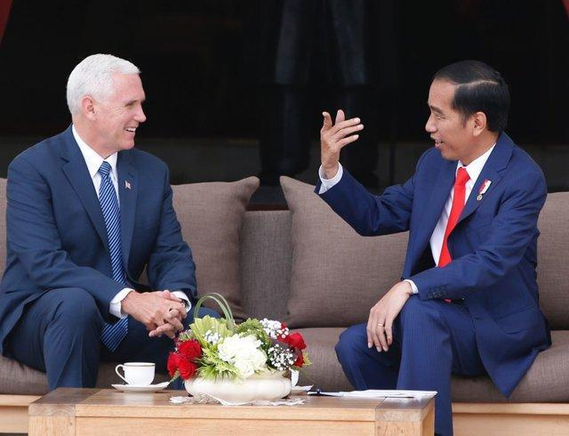 مایک پنس مدل میانه رو اسلام در اندونزی را تحسین کرد