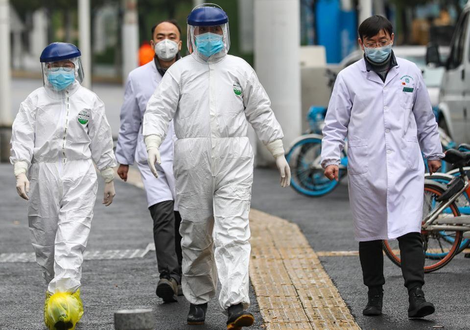 خبرنگاران چین شمار قربانیان کرونا را 2 هزار و 912 نفر اعلام نمود