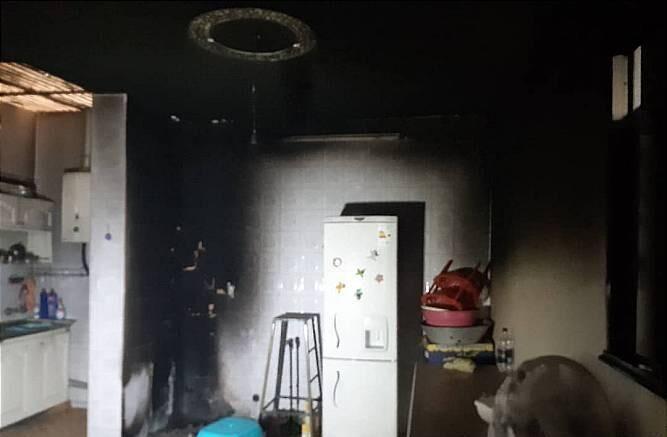 خبرنگاران آتش سوزی مجتمع مسکونی در اهواز چهار مصدوم داشت
