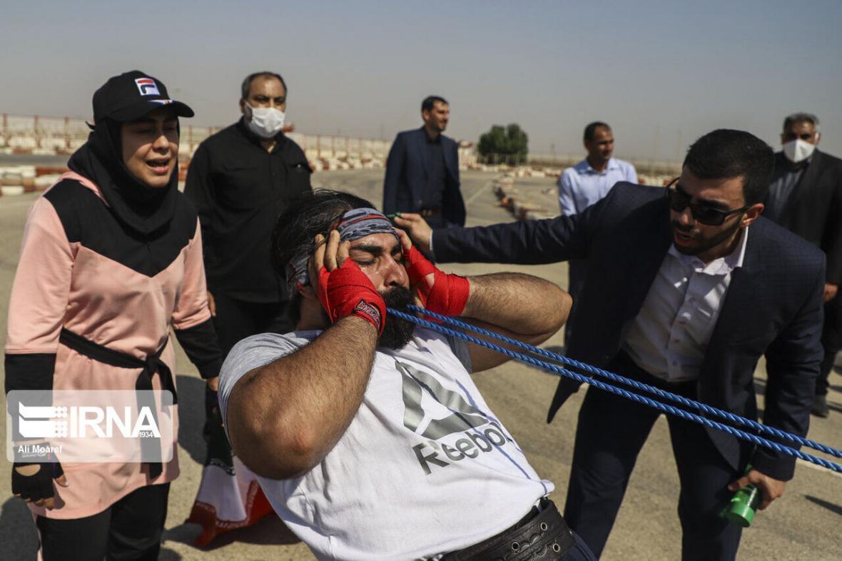 خبرنگاران ثبت رکورد جهانی جابه جایی کامیون با دندان توسط 2 خوزستانی