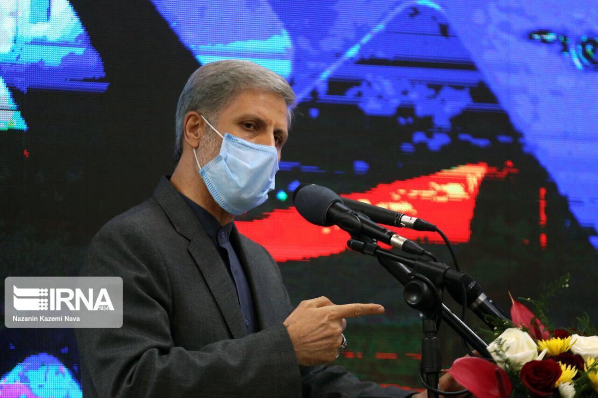 خبرنگاران وزیر دفاع: دشمن برای اینکه چیزی صادر نکنیم ما را تحریم می نماید
