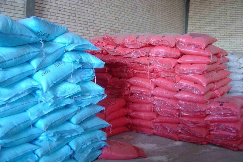 بیش از 300 تن کود شیمیایی احتکاری از یک انبار در سلماس کشف شد