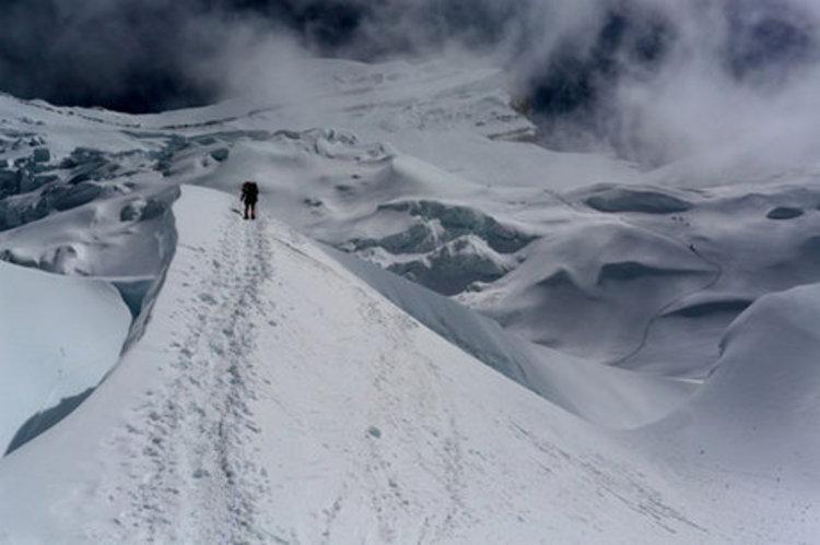 (عکس) شرایط بد آب و هوایی مانع از امداد رسانی به کوهنورد مفقودی در دماوند