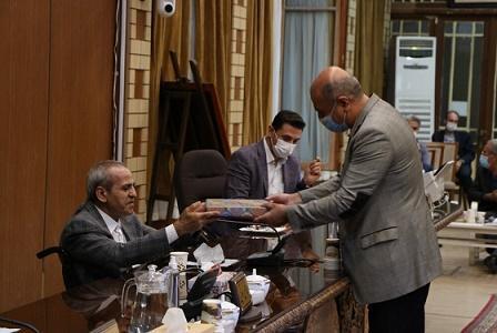 همکاران تدوین شیوه نامه سامانه شفافیت شهرداری تبریز تقدیر شدند موحدنیا