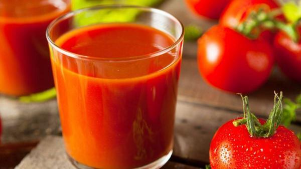 چهار خاصیت شگفت انگیز آب گوجه فرنگی